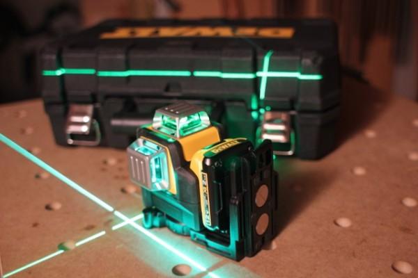 Dce089d1g Xe Green Beam Laser 10 8v 3x 360 Degrees Power